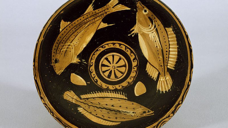 Greek_-_Red-Figure_Fish_Plate_-_Walters_482766_-_Interior
